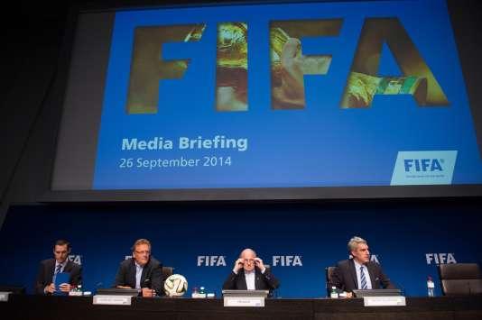 Autour de Sepp Blatter, président, (de g. à dr.) Marco Villiger, Jérome Valcke, et Walter de Gregorio, respectivementdirecteur juridique, secrétaire général et directeur de la communication de la FIFA.