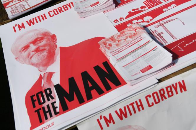 Des dépliants du parti travailliste au gala annuel des mineurs de Durham, dans le nord-est de l'Angleterre, le 8 juillet.