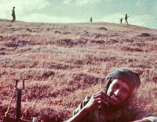 Pendant la guerre du Dhofar, en 1970. Soldats des forces du sultan dans les montagnes à l'est de la région.