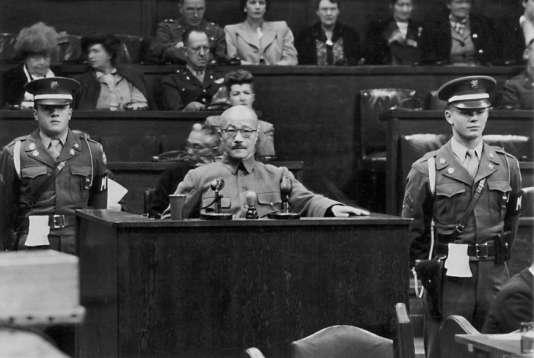 Le général Hideki Tojo, premier ministre du Japon de 1941 à 1944, témoigne devant le Tribunal militaire international pour l'Extrême-Orient, le 7 janvier 1948.