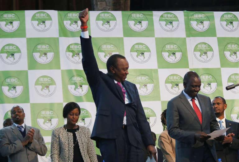 Le président sortant et réélu, Uhuru Kenyatta réagit à l'annonce des résultats par la commission électorale, à Nairobi, le 11 août.