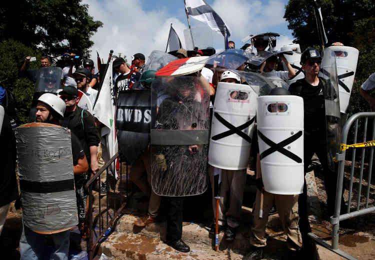 Refuge de suprémacistes blancs après un affrontement avec des antiracistes.