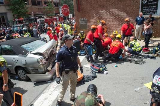 Plusieurs personnes ont été blessées par une voiture à Charlottesville, le 12 août 2017.