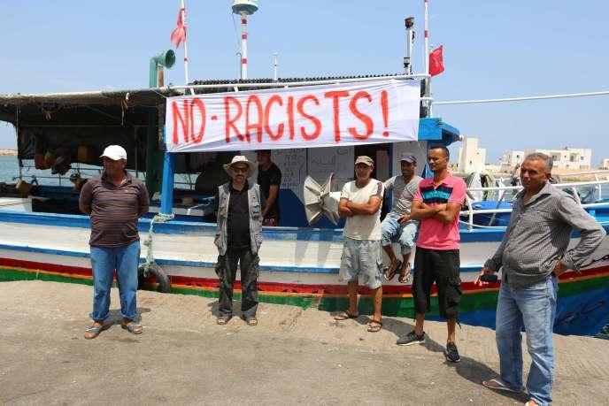 Des pêcheurs de Zarzis manifestent contre une éventuelle arrivée du C-Star dans ce port tunisien, le 6 août.