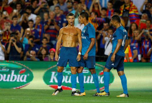 Cristiano Ronaldo a reçu son premier carton jaune pour avoir ôté son maillot en guise de célébration de son but.