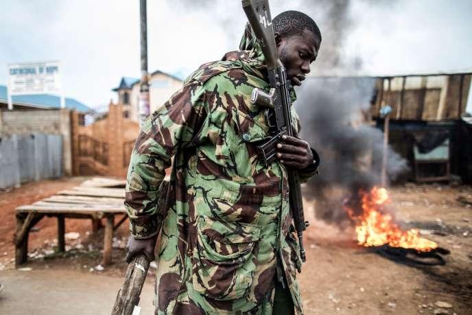 Un officier de la police administrative, au Kenya, le 12 août .