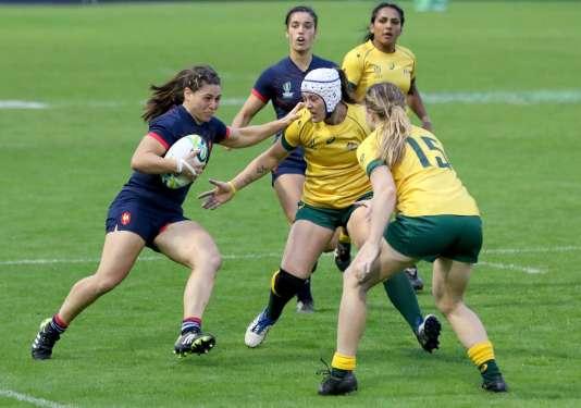 Chloé Pelle à la lutte avec les Australiennes, le 13 août.