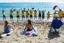 Des habitants de la Barceloneta manifestent contre le tourisme de masse dans ce quartier maritime de Barcelone, le 12 août.