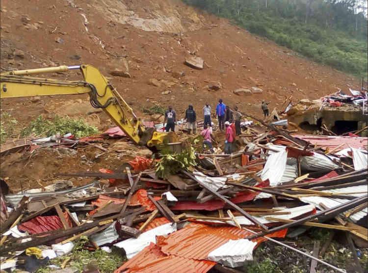 Dans le quartier de Regent, à Freetown. Les autorités ont ouvert un centre d'accueil pour venir en aide à plus de 3000 habitants désormais sans abri de ce quartier, où tout un pan de colline s'est effondré, emportant les habitations.