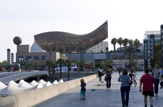 A Barcelone, en bord de mer, le quartier du Port olympique, autrefois industriel, s'est particulièrement développé depuis les Jeux de 1992.