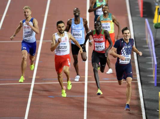 Pierre-Ambroise Bosse (à dr.) remporte la médaille d'or du 800 mètres, à Londres, le 8 août.