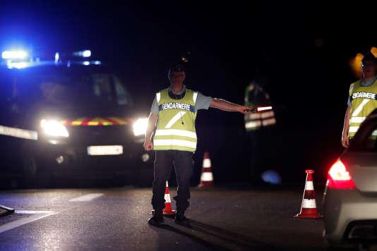 Un périmètre de sécurité a rapidement été installé, lundi14 août à Sept-Sorts.