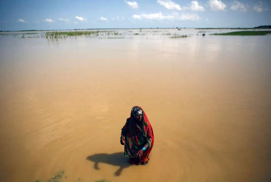 Les inondations ont contraint des milliers d'habitants du district népalais de Saptari à fuir leurs foyers.