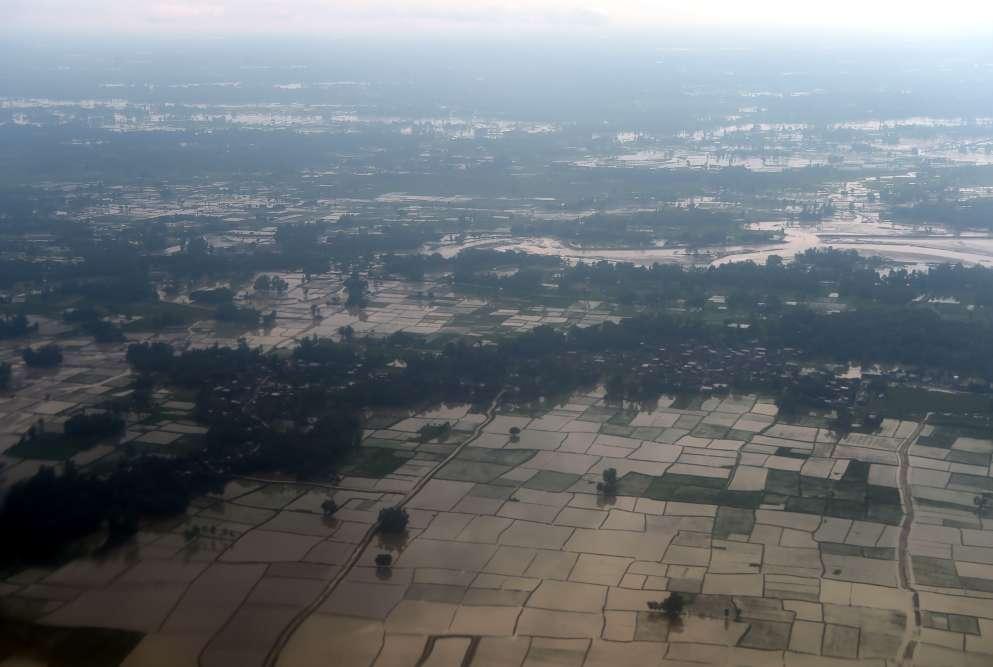 Une vue aérienne d'une zone touchée par les inondations près de Janakpur, à environ 300 kilomètres au sud-est de la capitale népalaise, Katmandou.