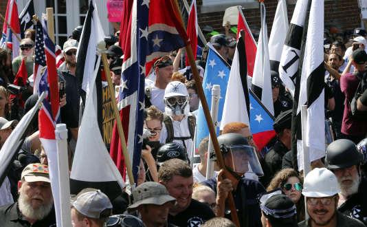Défilé de supémacistes blancs et de néonazis, à Charlottesville, en Virgnie, samedi12août.