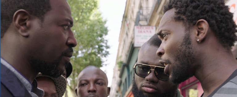 Dans le film, les personnages Charles et Bébé rivalisent pour être le meilleur rabatteur du boulevard.