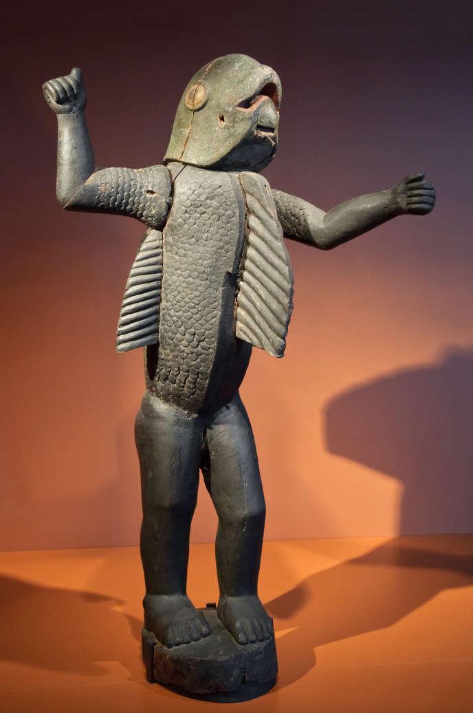 Conservée au Musée du quai Branly, cette statue anthropo-zoomorphe d'un homme-requin (vers 1890) représenteraitle dernier roi du royaume du Dahomey, aujourd'hui la République du Bénin,qui en réclame la restitution.