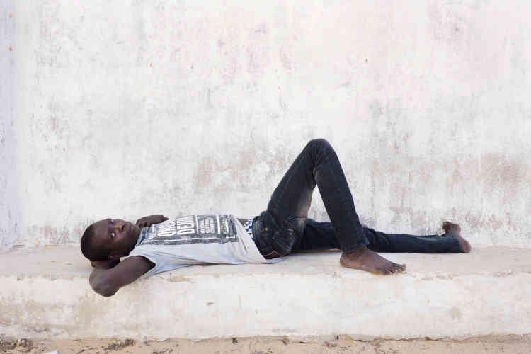 Dans le centre de détention pour migrants de Zaouia. Mohamed Barid a 28ans, il est originaire du Darfour. Il a été arrêté par les gardes-côtes au niveau de Sabratha alors qu'il se dirigeait vers l'Italie sur un zodiac avec 120personnes à son bord. Il est dans le centre depuis trente jours.