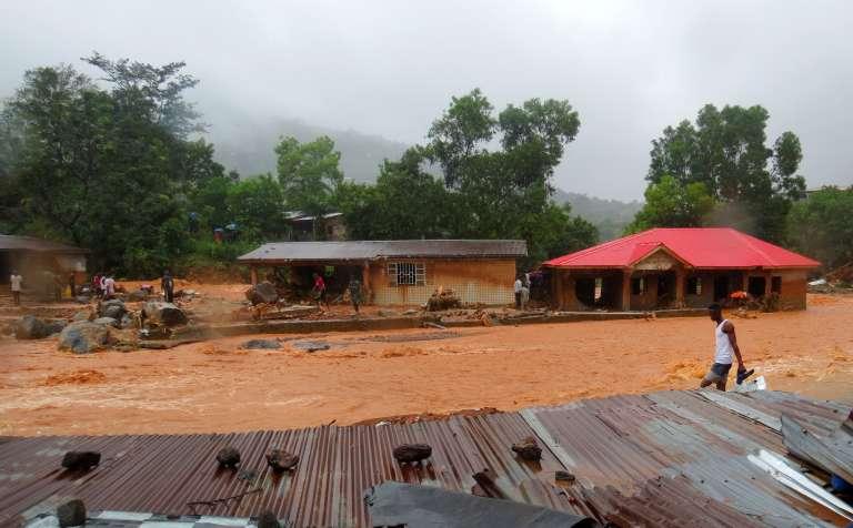 Rues inondées après le glissement de terrain qui a touché Freetown, en Sierra Leone, le 14 août.