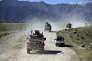 Des militaires afghans et américains patrouillent de conserve dans le district de Jalalabad, en avril.