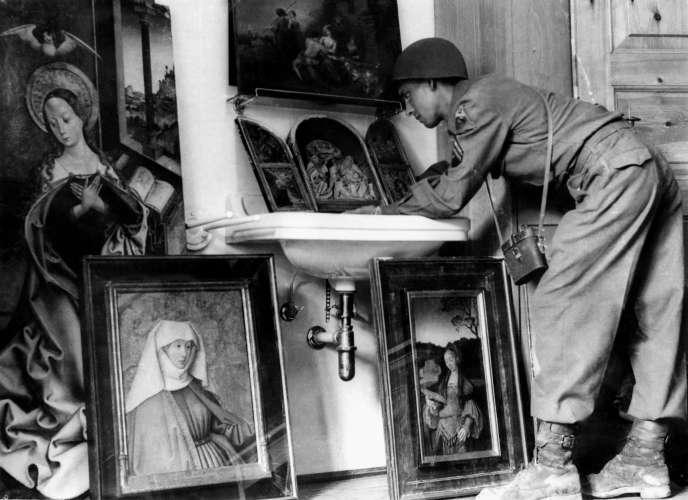 En mai 1945, les soldats américains découvrent une collection de peintures flamandes et italiennes dans une cave de Königssee, près de Berchtesgaden (Alpes bavaroises), qui servait de quartier général à la Luftwaffe. Ces œuvres avaient été dérobées pour le compte d'Hermann Göring, l'un des dignitaires du régime nazi.