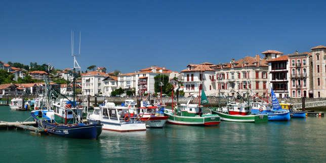 """«A Biarritz et à Saint-Jean-de-Luz, un appartement en bord de mer peut se vendre """"entre 10 000 et 12 000 euros du mètre carré"""". » (Photo : le port de Saint-Jean-de-Luz, commune du département des Pyrénées-Atlantiques)."""