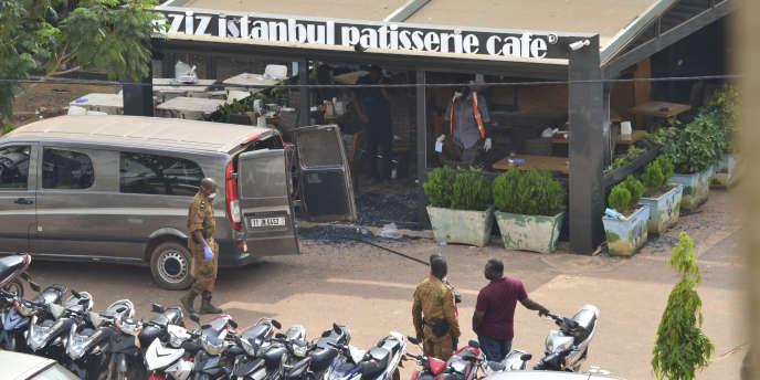 Le café-restaurant Aziz Istanbul le 14août, au lendemain de l'attentat qui a fait 18 morts à Ouagadougou, au Burkina Faso.