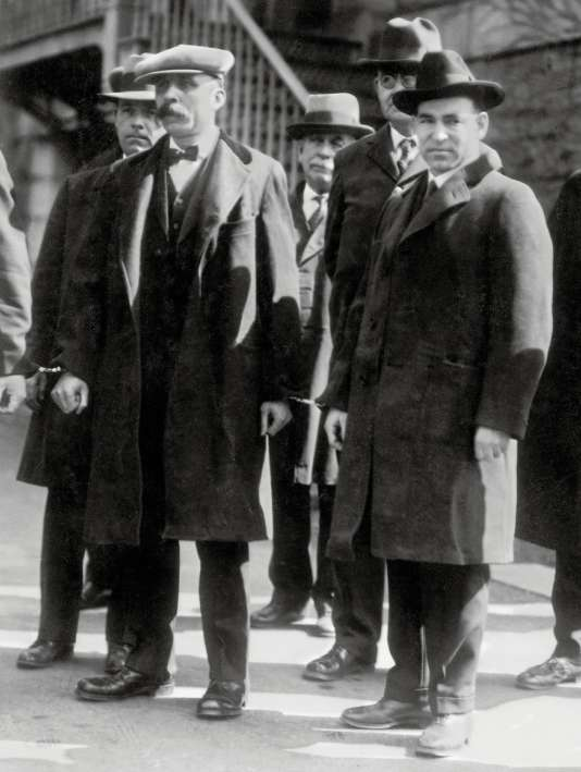 Nicola Sacco et Bartolomeo Vanzetti à leur arrivée au pénitencier de Charlestown, Massachusetts,en 1927.