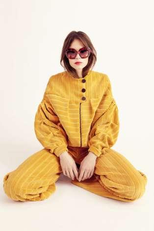 La marque mythique des années 1960-70 Emmanuelle Khanh va relancer une collection de vêtements féminins.