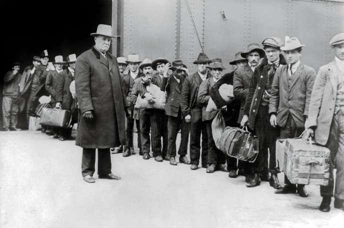 Comme des millions de migrants italiens, Nicola Sacco et Bartolomeo Vanzetti avaient débarqué à Ellis Island, dans la baie de New York, vingt ans plus tôt.