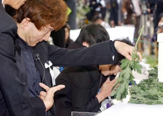 Célébration du cinquantième anniversaire de l'apparition de la «maladie de Minamata», le 1er mai 2006, dans laville en bord de mer du Kyushu, au Japon, dont la population fut intoxiquée au mercure.