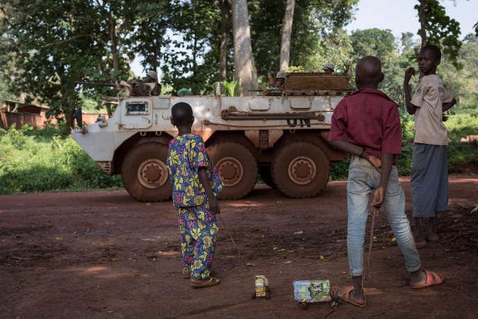 «Au 5 août, le projet Armed Conflict Location & Event Data avait comptabilisé 1 145 victimes depuis le début de l'année, un bilan très sûrement sous-estimé» (Photo: véhicule blindé marocain des Nations unies à Bangassou, à 470 kilomètres de Bangui, le 14 août).
