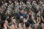 Une image diffusée le 15 août par l'agence centrale de presse nord-coréenne montre Kim Jong-un et l'armée populaire de Corée.