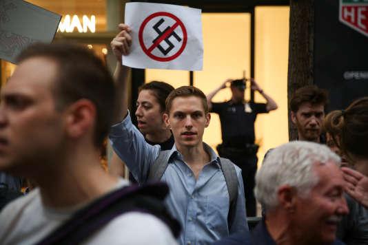 Lors de la manifestation contre le racisme organisée sous la Trump Tower de New York, le 15 août.