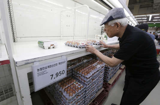 A la mi-août, la Corée du Sud a retiré de la vente tous les œufs dans lesquels du fipronil avait été détecté. Ici dans un supermarché à Séoul, le 16 août.