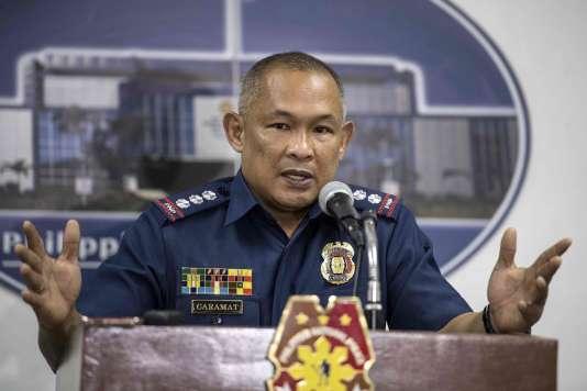 Le commissaire de police Romeo Caramat annonce l'exécution de 32 personnes dans des raids destinés à «semer la stupeur et l'effroi» dans les milieux de la drogue.