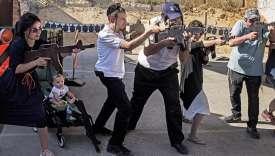Pour une centaine d'euros, les visiteurs étrangers ont deux heures pour apprendre à se défendre contre des terroristes.