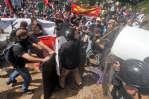 Combats entre manifestants néonazis et opposants antifascistes, samedi 12août, à Charlottesville, en Virginie. Donald Trump a mis en cause la coresponsabilité de l'«alt-left».