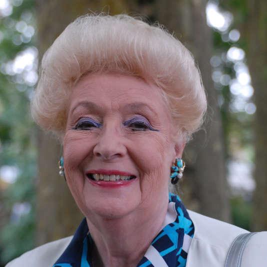 """Jacqueline Monsigny, lors d'une séance de dédicace, en 2007 à Chanceau-Près-Loches, lors de la douzième édition de la manifestation littéraire """"La forêt des livres""""."""