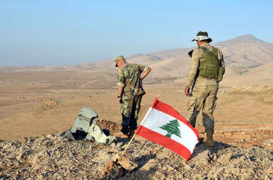 Des soldats libanais durant des opérations de l'armée près de la ville deRas Baalbek, le 17 août.