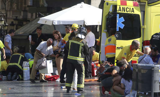 Prise en charge des blessés sur les Ramblas à Barcelone, le 17 août.