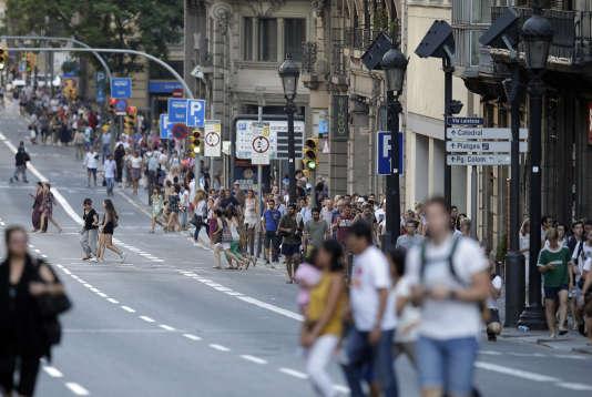 Les Ramblas, l'une des avenues les plus touristiques de Barcelone, ne sont pas protégées contre les attaques à la voiture-bélier.