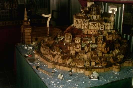 Armel Caro a utilisé 50 000 allumettes pour réaliser cette maquette du Mont-Saint-Michel.