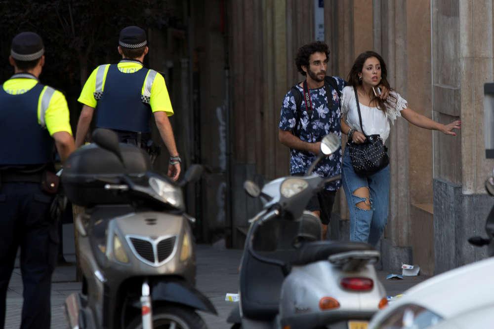 Mouvement de panique près de la Rambla, à Barcelone, après qu'une fourgonnette a foncé sur la foule en tuant au moins 13personnes, le 17 août.