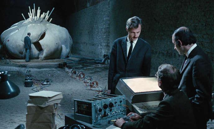 Dans le film« Je t'aime, je t'aime» d'Alain Resnais, l'employé Claude Ridder (Claude Rich) participe à une expérience de voyage dans le temps.