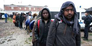 Evacuation de campements de migrants installés depuis plusieurs semaines porte de la Chapelle le vendredi 18 août.