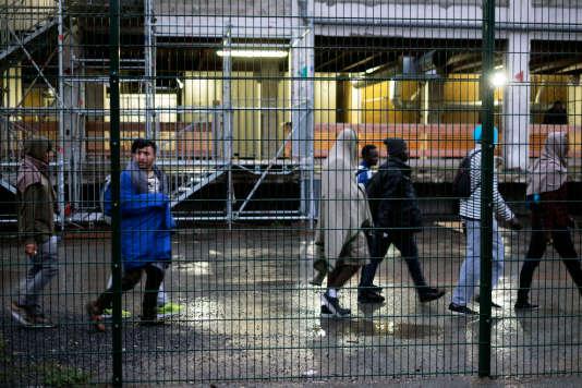 Opération d'évacuation de campements de migrants porte de la Chapelle, vendredi 18 août.