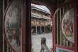 Singkawang, le 30 mai 2017. Vue d'une rue commerçante depuis le temple tridharma de Bumi Raya, le plus ancien temple chinois de la ville.