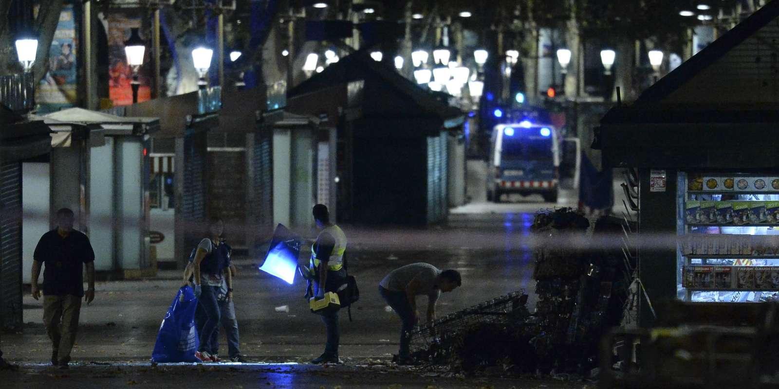 La police sur la scène de l'attentat des Ramblas à Barcelone, dans la nuit du jeudi au vendredi 18 août.