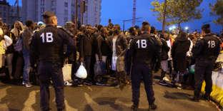 Une opération d'évacuation d'un campements de migrants, porte de la Chapelle, dans le nord de Paris, le vendredi18 août.